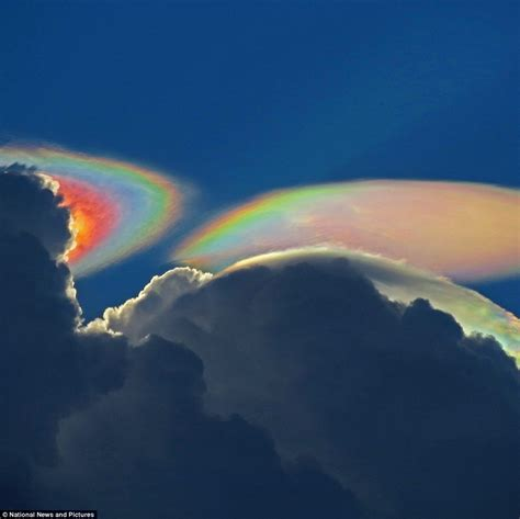 Rainbow Cloud | photographer captures rare fire rainbow cloud above