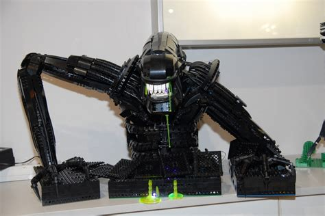 Galaxy Lighting James Cameron S Aliens Movie Re Created In Lego Avpgalaxy