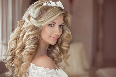 gorgeous hairstyles for girls with really curly hair 23 gorgeous bridal hairstyles for curly hair