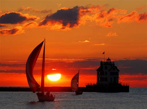 boat lights wiki file lorain lighthouse with boats at sunset jpg
