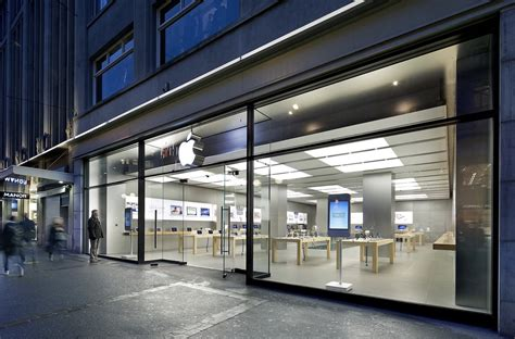 iphone store apple store in zurich evacuated following incident with overheated iphone battery mac rumors