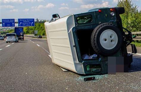 fahrerflucht wann kommt polizei unfall auf der a 8 jeep 252 berschl 228 gt sich lkw begeht