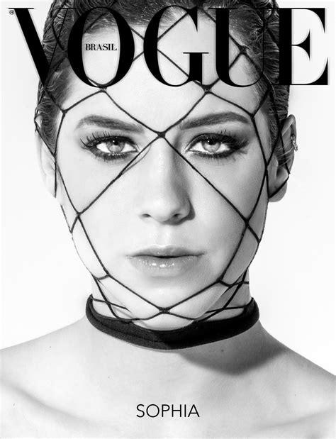 Sophia Abrahão revela lado sexy em editorial de nuances