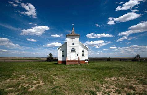 churches in williston nd