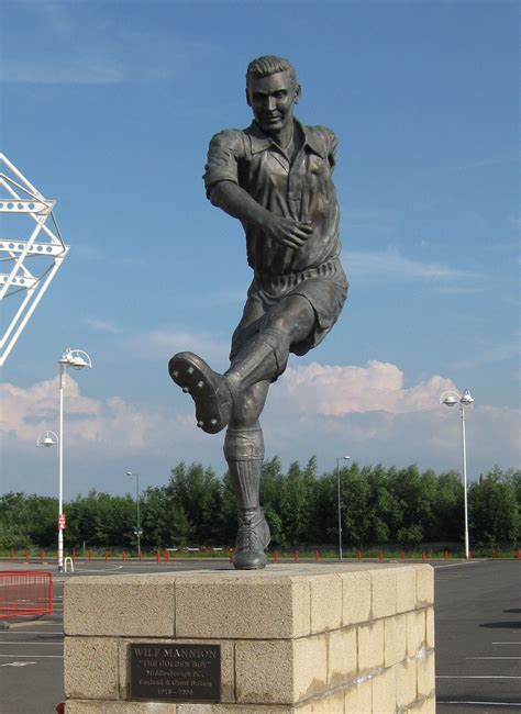 file wilf mannion statue mfc jpg wikimedia commons