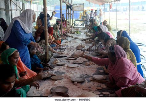 india 14th nov langar sikh stock photos langar sikh stock images alamy