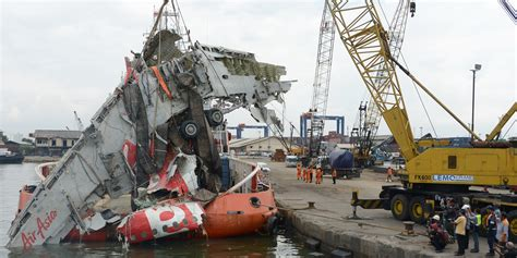 airasia accident indonesia to call off search for airasia flight 8501