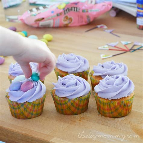 make spring easter cupcakes and flag toppers from
