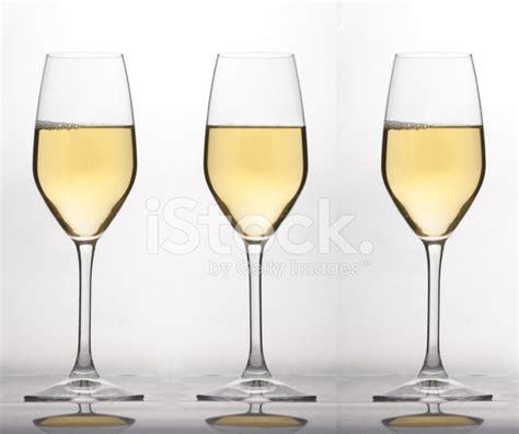 bicchieri vino bianco tre bicchieri di vino bianco stock photos freeimages