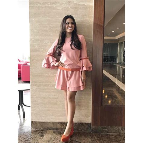 Ro Sabrina Pita 10 style baju dinner romantis ala seleb indonesia