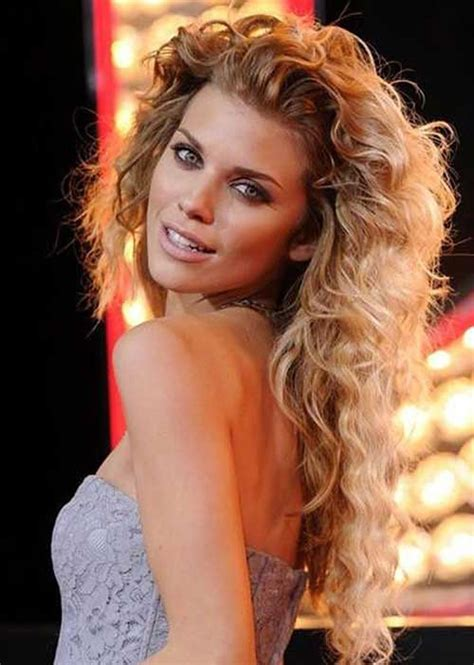 Hairstyles For Curly Layered Hair by 25 Curly Layered Haircuts Hairstyles Haircuts 2016 2017