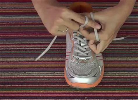 tutorial menalikan tali sepatu cara mengikat tali sepatu dengan cepat mudah dan praktis