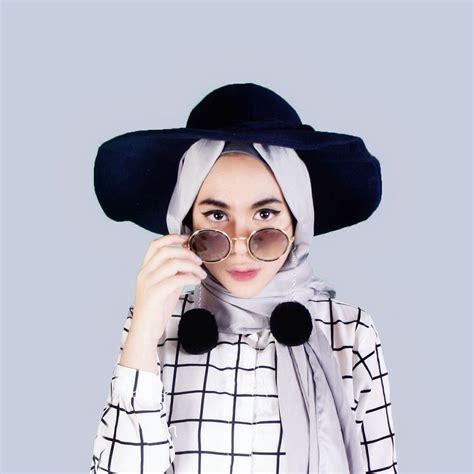 tutorial hijab menggunakan anting pompom coba aksesoris wanita berhijab berikut agar til kekinian