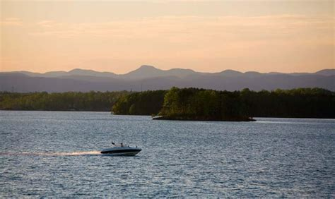 lake keowee boat tours crescent communities on lake keowee lake keowee communities