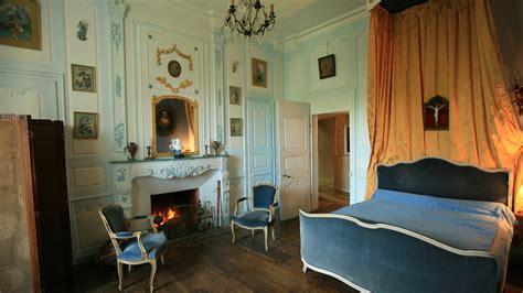 chambre louis xv chateau de la vigne cantal auvergne bed breakfast