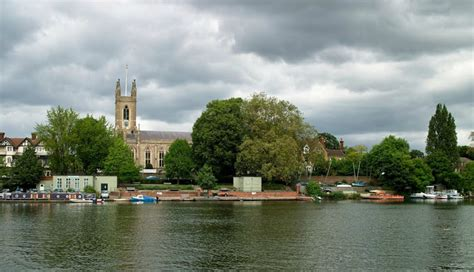 thames river crossing hurst park teen drowns crossing river thames in molesey