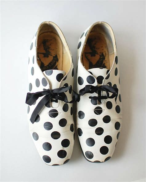 polka dot oxford shoes 25 best ideas about dots on circle pattern