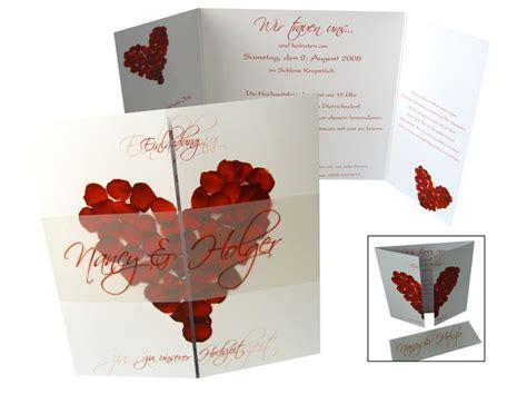 Hochzeitseinladungen Rot by Altarfalz Hochzeitseinladung Rosenbl 228 Tter In Rot