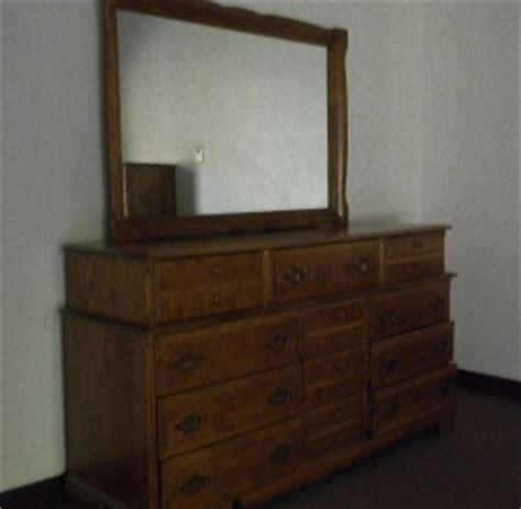 Antique Maple Bedroom Furniture Vintage Meredith 6 Pc Maple Bedroom Furniture Set Dresser Mirror 2 Chests More Ebay