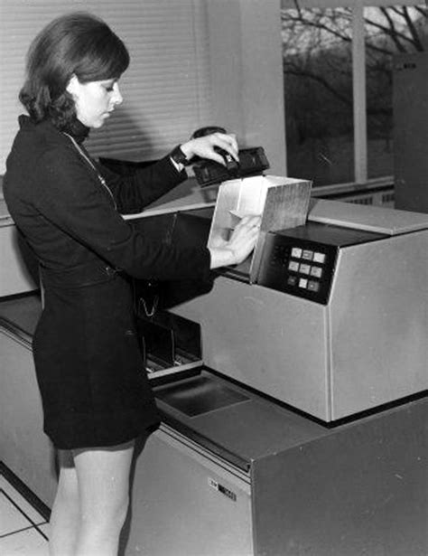 Mini Skirt Monday: Minis and Vintage Computers - Flashbak