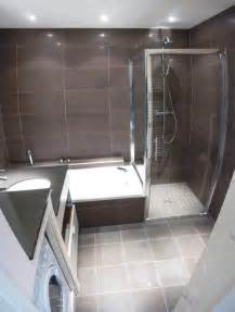 italienne et baignoire dans salle de bain