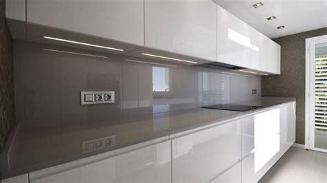 cocina moderna blanco con encimera cocina moderna muebles lacados en blanco alto brillo con