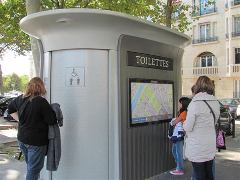 public bathrooms in europe 214 ffentliche toilette in paris wo paris mal anders
