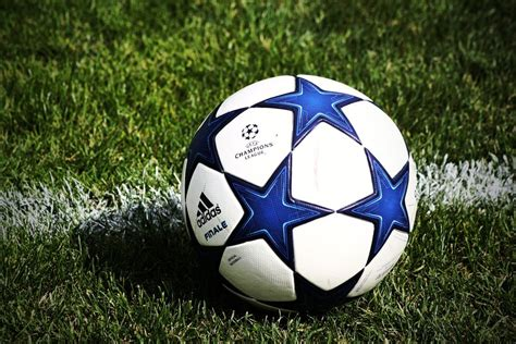 adidas ball wallpaper adidas soccer ball by keep3rx on deviantart