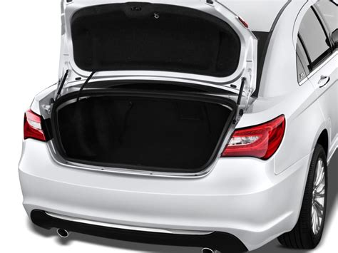 image  chrysler   door sedan limited trunk size    type gif posted