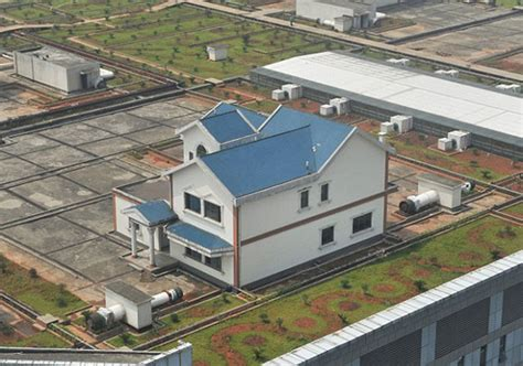 houses pop up on roof of shopping mall