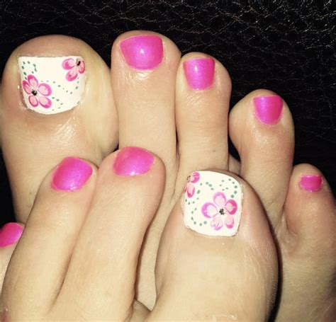 flower design nail polish 32 flower toe nail designs nail designs design trends