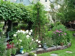 Backyard Lawn Ideas 8 Landscaping Ideas Worth Borrowing Garden Housecalls