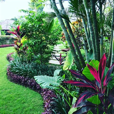 beautiful and refreshing tropical garden landscapes 40
