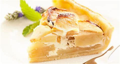 kuchen mit vanillesoße so viele kalorien haben kuchen und torten apotheken umschau