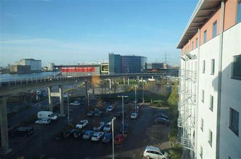 premier inn docklands beds picture of premier inn docklands excel