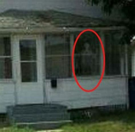 zak bagans buys haunted house who d live in a house like this tv ghost show presenter