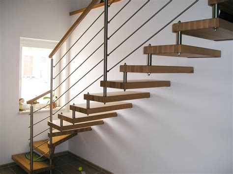 deko treppe holz innentreppen holz schonheit freitragende treppe 7432 haus