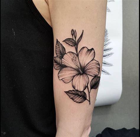 tattoo hibiscus arm hibiscus flower tattoo on the left upper arm tatuajes