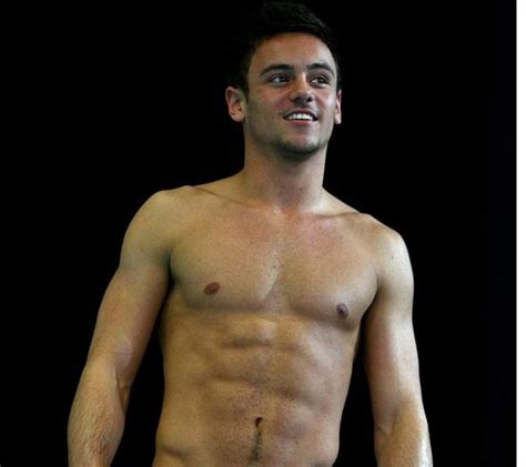 lincoln palomeque desnudo olympic heartthrob tom daley uses youtube to reveal he s a