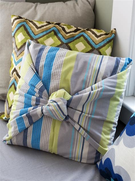 how to make throw pillows without sewing diy