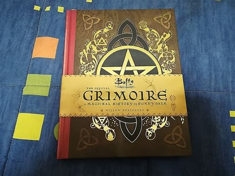 libro the official history of fotos del libro buffy the vire slayer the official grimoire a magical history of sunnydale