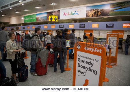 Gatwick Airport Easyjet Desk by Easyjet Passenger Check In At South Terminal Gatwick