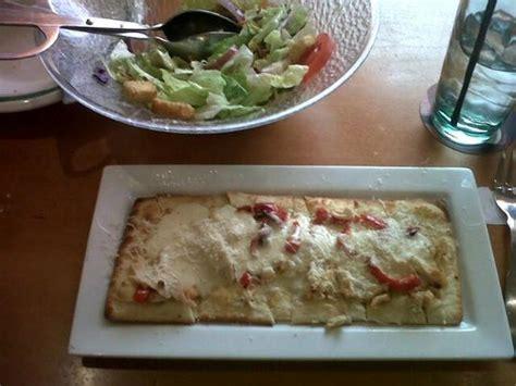 Olive Garden Chicken Flatbread by Salad And Grilled Chicken Flatbread Picture Of Olive