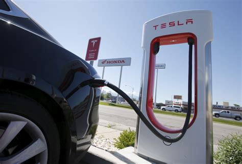Tesla Electric Stations Tesla Wants To Install Superchargers At Petrol Stations