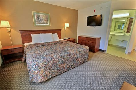 hotel rooms available near me crestwood suites near tech center newport news va 11 oyster point rd 23602