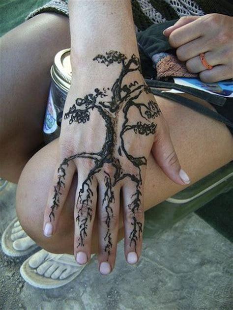 tattoo hand tree hand tree henna tattoos egodesigns cool pinterest
