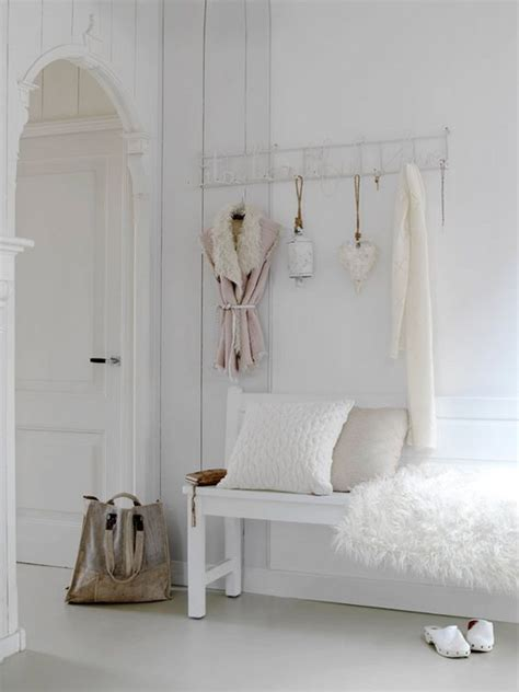 picture of cute and sweet shabby chic hallway decor ideas 20