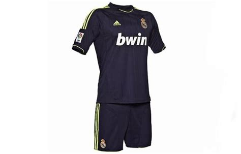 imagenes del traje del real madrid la nueva camiseta del real madrid para la temporada 2012