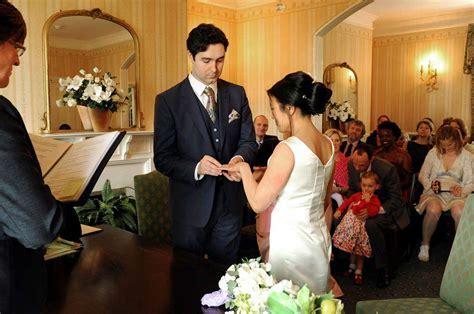 Surrey Wedding Photographers: Beautiful Natural Romantic