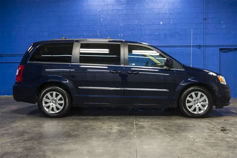 2014 Chrysler Town And Country by 2014 Chrysler Town And Country